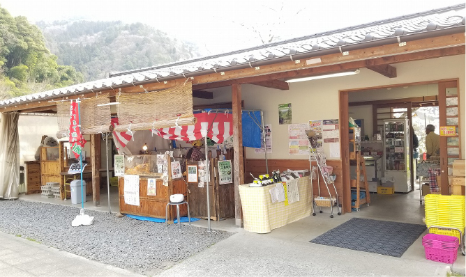 """Yuki Farmer's Market """"Tokusan'hin Ichiba-kan"""""""